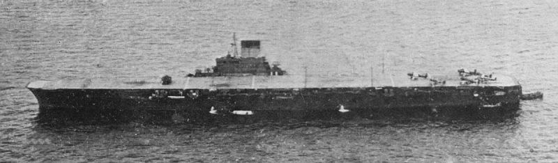 Японский тяжелый авианосец Taiho.