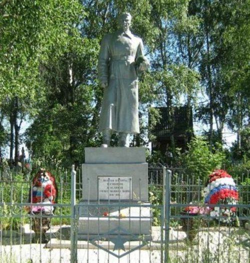 д. Владычня Лихославльского р-на. Памятник, установленный на братской могиле советских воинов, погибших в годы войны.