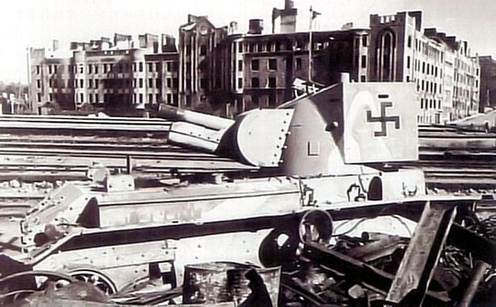Подбитое в боях за Выборг финское штурмовое орудие БТ-42.