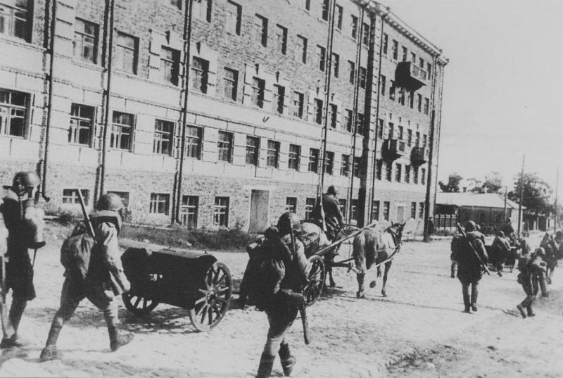 Красная Армия входит в Петрозаводск.