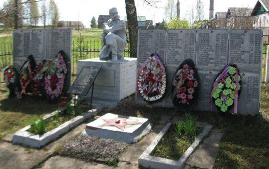 д. Захарово Селижаровского р-на. Памятник, установленный на братской могиле советских воинов.