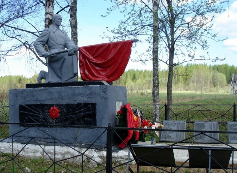 д. Кнутово Селижаровского р-на. Памятник, установленный на братской могиле советских воинов.