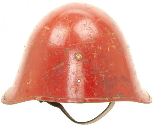 Каска М23/41, адаптированная для пожарной службы.
