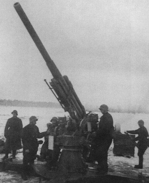 Расчет 76-мм зенитного орудия образца 1931 года (3-К). Карельский перешеек, февраль 1940 г.