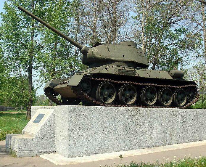 п. Селижарово. Танк Т-34 в память о земляке - Маршале Ротмистрове.