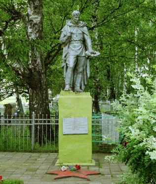 п. Рамешки. Памятник советским воинам, павшим в годы войны.
