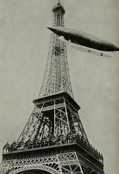 Дирижабль № 6 Сантос-Дюмона огибает Эйфелеву башню. 19 октября 1901 года.
