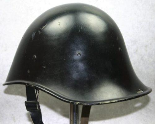 Стальная каска М38 для Королевской Нидерландской Ост-Индской армии.
