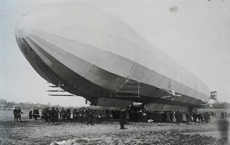 Дирижабль LZ-3 поднимается в воздух. 1907 год.