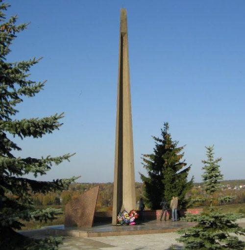 Обелиск в честь воинов, павших при освобождении города.