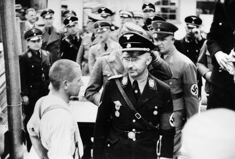 Генрих Гиммлер осматривает концлагерь Дахау. 8 мая 1936 года.