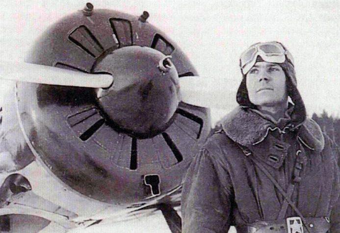 Старший лейтенант Ф.И. Шинкаренко из 7-го ИАП возле своего истребителя И-16. Зимняя война, 1940 г.