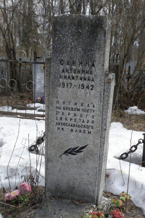 г. Лихославль, Братская могила советских воинов на городском кладбище.