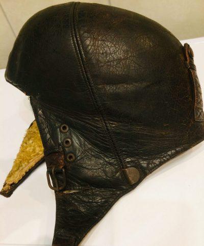 Зимние кожаные шлемы.