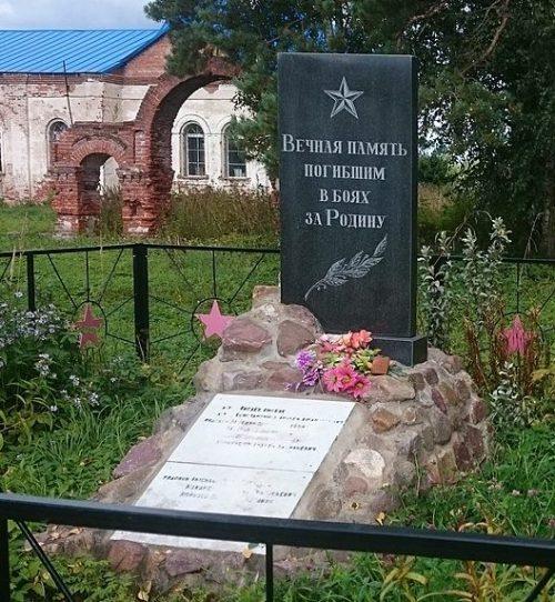 п. Микшино Лихославльского р-на. Памятник, установленный на братской могиле советских воинов, умерших от ран в госпиталях.