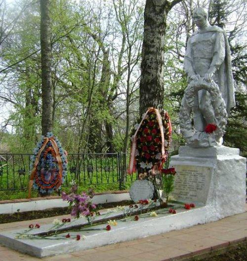 д. Глебово Ржевского р-на. Памятник, установленный в 1957 году на братской могиле, в которой похоронено 4505 советских воинов, в т.ч. 39 неизвестных.