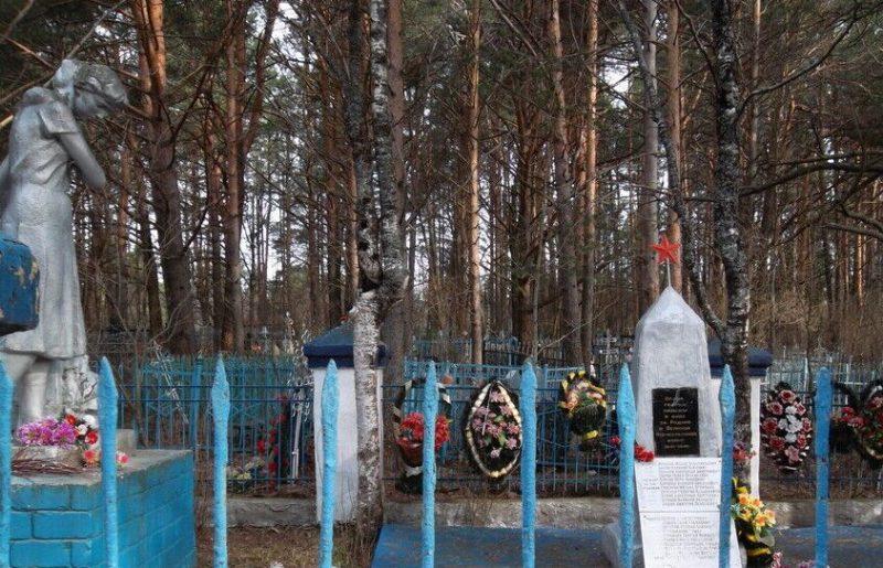 д. Толмачи Лихославльского р-на. Братская могила советских воинов.