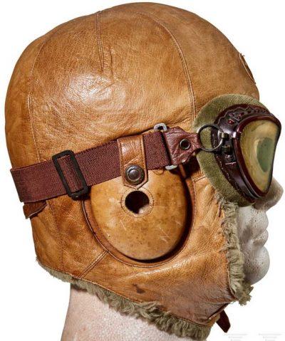 Зимний кожаный шлемофон с очками.