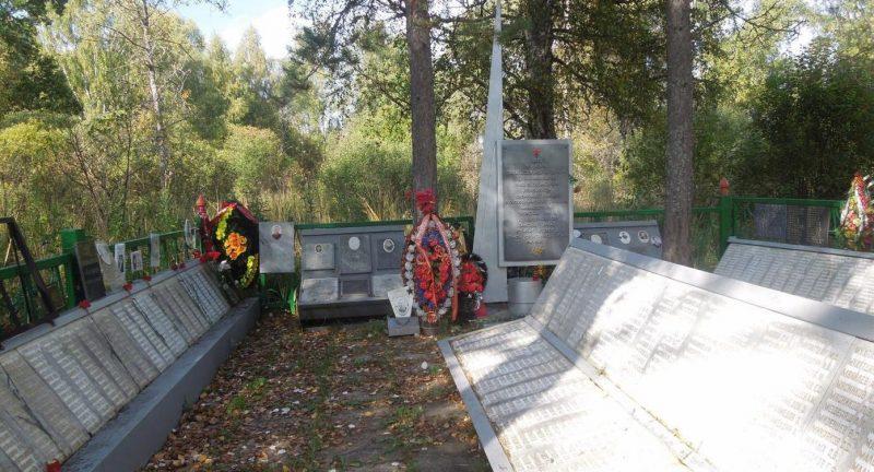 д. Гнилево Ржевского р-на. Памятник, установленный в 1957 году на братской могиле, в которой похоронено 5710 советских воинов, в т.ч. 2578 неизвестных.