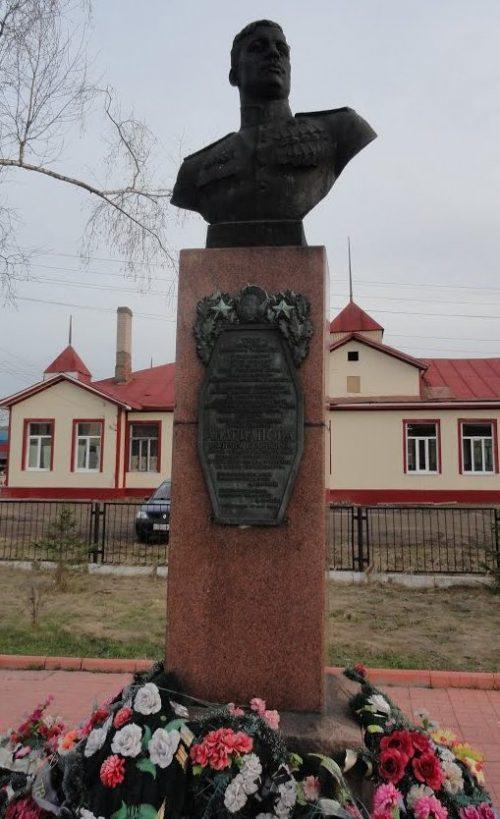 п. Сонково. Бюст дважды Героя Советского Союза Андрианова В.И.