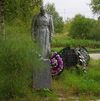 с. Княжьи горы Зубцовского р-на. Памятник, установленный у 10 братских могил советских воинов.