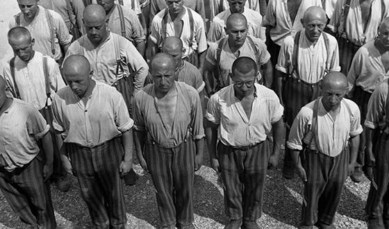 Заключенные на перекличке.