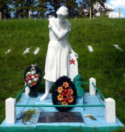 396 км Октябрьской ж/д. Спировский р-н. Братская могила советских воинов.