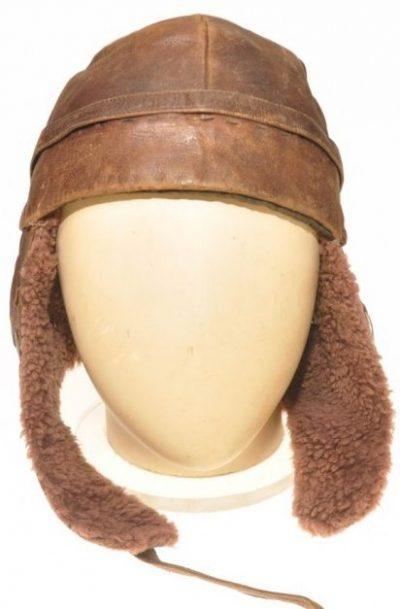 Зимний кожаный шлем.