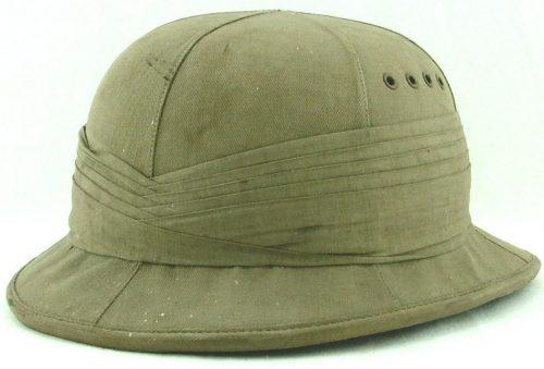 Авиационный летний пробковый шлем типа А выдавался экипажам до конца 1941 года для использования в тропическом и пустынном климате, пока не был заменен типом D. Он оснащался ремешком для подбородка и радионаушниками.