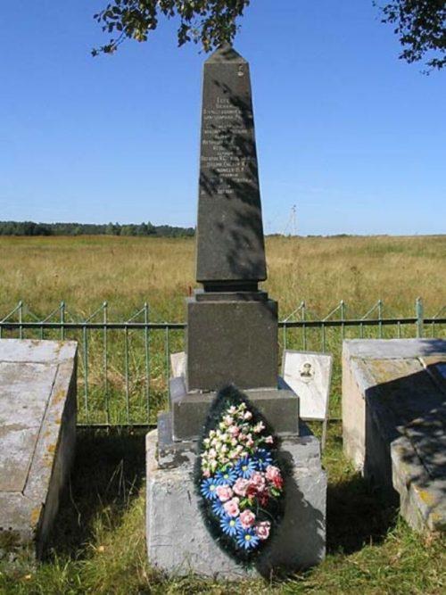 д. Кошелево Зубцовского р-на. Братская могила советских воинов.