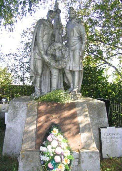 д. Кошелево Зубцовского р-на. Памятник, установленный на братской могиле советских воинов.