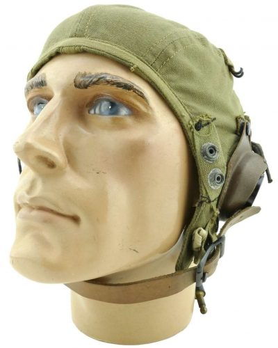 Летний брезентовый шлемофон A-9 с накладками из губчатой резины и кнопками для крепления кислородной маски.
