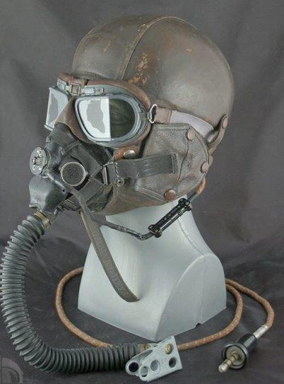 Шлем Type 15 с кислородной маской и очками.
