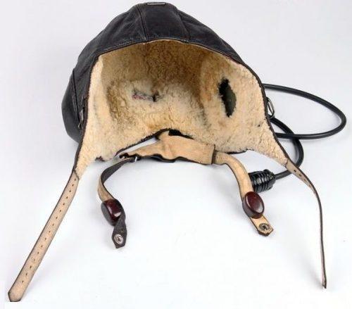 Шлемофон LKpW100 зимний из кожи и овчины внутри.