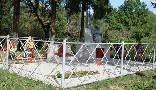 д. Зайцево Ржевского р-на. Памятник, установленный на братской могиле советских воинов.