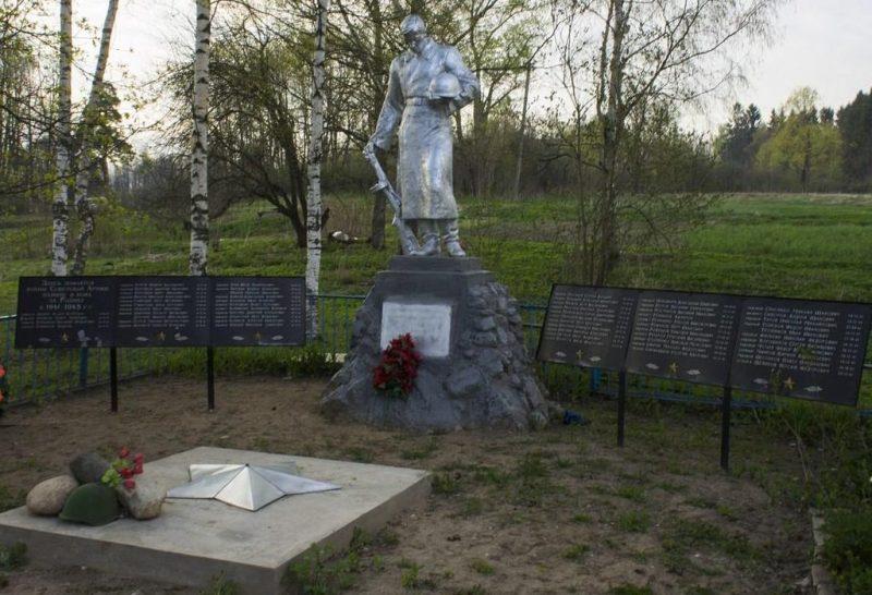 с. Берново Старицкого р-на. Памятник, установленный на братской могиле советских воинов.