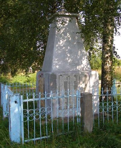 д. Карельский городок Молоковского р-на. Памятник погибшим землякам, установленный в 1968 году.