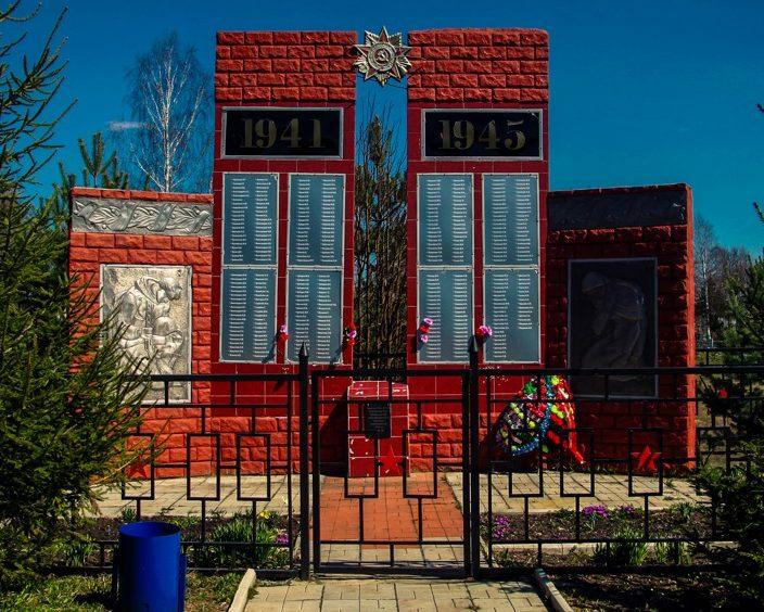 д. Итомля Ржевского р-на. Памятник советским воинам.