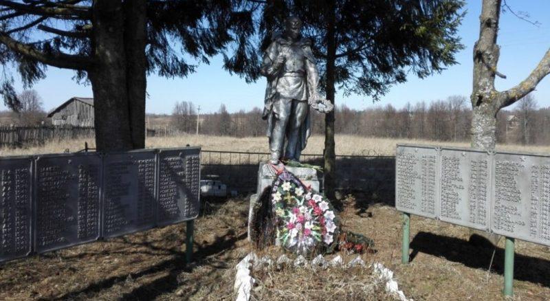 д. Бороздино Старицкого р-на. Братская могила советских воинов.