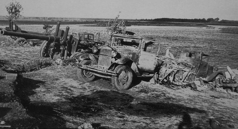 122-мм корпусные пушки образца 1931 года (А-19), брошенные Красной Армией под Лугой. Август 1941 г.