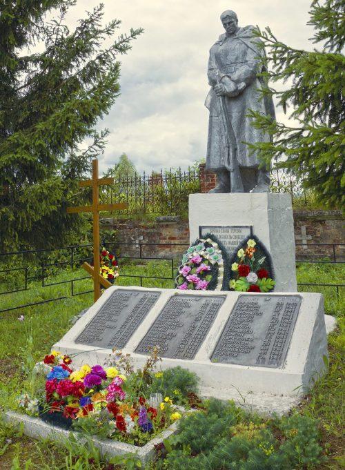д. Васильевское Старицкого р-на. Памятник, установленный на братской могиле советских воинов.