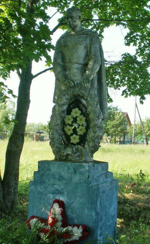 д. Высокое Старицкого р-на. Братская могила советских воинов.