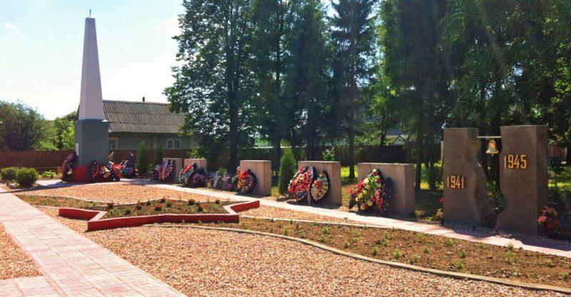 п. Погорелое Городище Зубцовского р-на. Мемориал Стена Памяти, посвященная воинам, погибшим в годы войны.