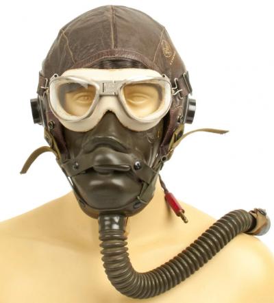 Кожаный шлемофон AN-H -11 с кислородной маской и очками.