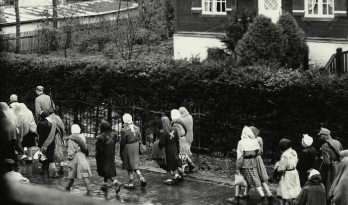 Заключенные концлагеря Дахау на «Марше Смерти» в Перча-ам-Штарнбергер-Зее.