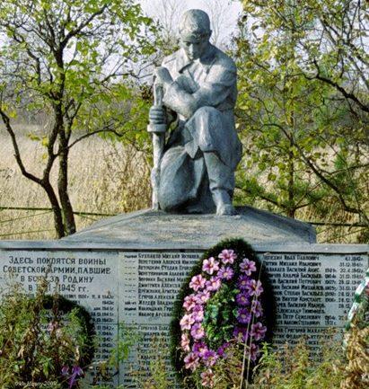 д. Десятины Старицкого р-на. Братская могила советских воинов.