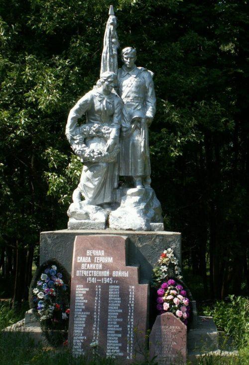 с. Емельяново Старицкого р-на. Памятник, установленный на братской могиле советских воинов.