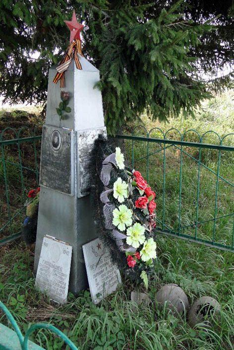 д. Пульниково Зубцовского р-на. Памятник танкисту Гладышеву А.П.