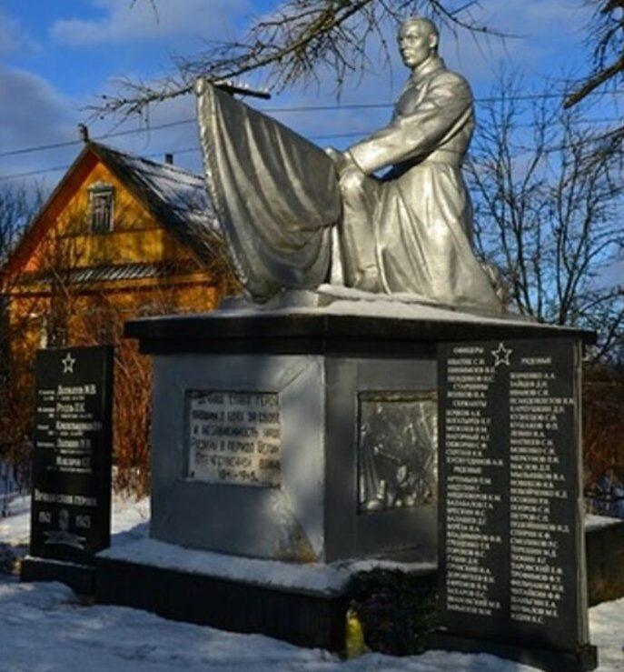 д. Большая Каменка Нелидовского городского округа. Памятник, установленный на братской могиле советских воинов.