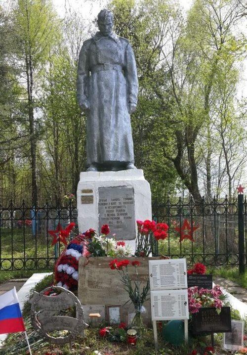 д. Кокошилово Ржевского р-на. Памятник, установленный на братской могиле советских воинов.